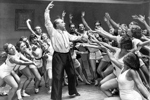 Rudolf Laban na skúške baletu v berlínskej Štátnej opere v roku 1934.