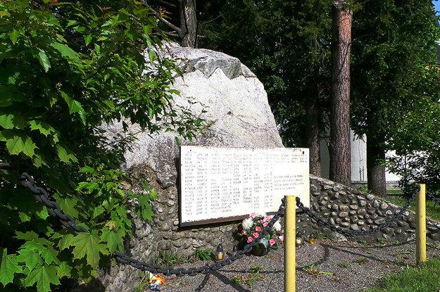 Pamätná tabuľa obetiam prvej a druhej svetovej vojny z Habovky, Zuberca a Oravského Bieleho potoka.