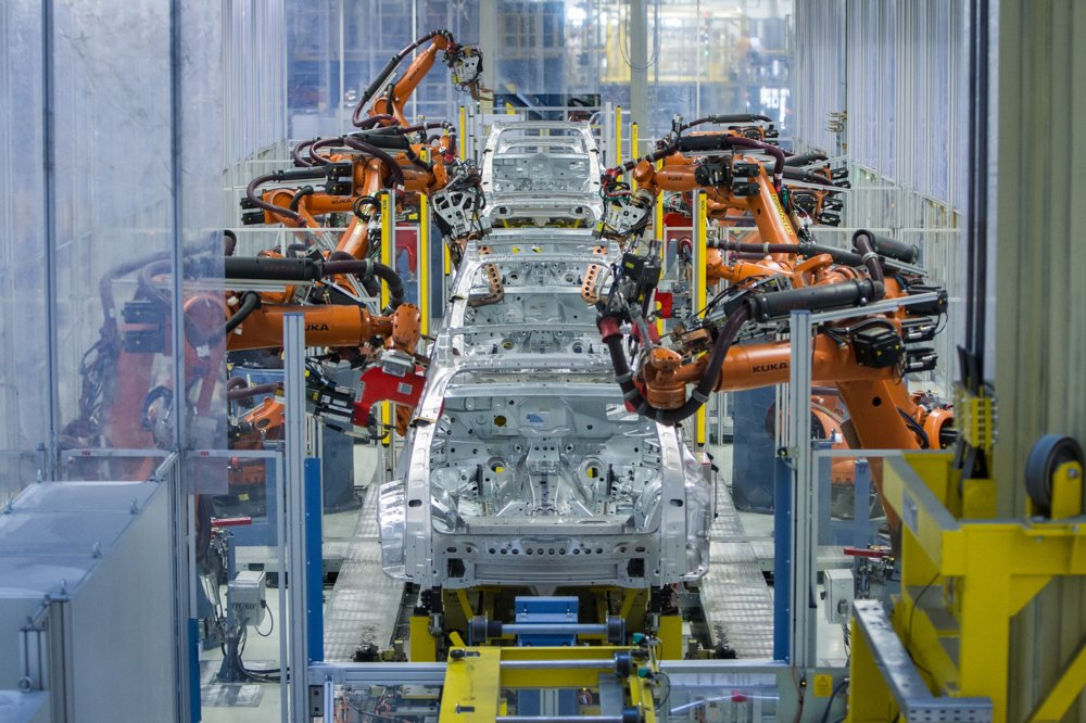 Karosáreň Audi Q7 patrí medzi najmodernejšie v automobilovom priemysle, pre spájanie ocele a hliníka tu boli nasadené viaceré technológie ako svetové novinky. Nachádza sa tu približne tisícka robotov.