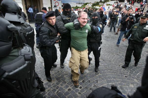 Proti extrémistovi poslancovi a banskobystrickému županovi Marianovi Kotlebovi polícia viedla viacero trestných stíhaní.