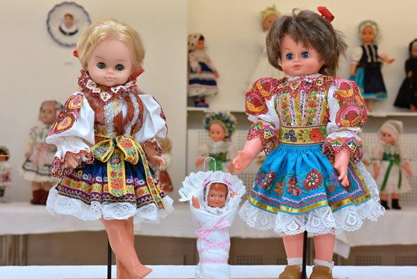 V Piešťanoch vystavujú krojované bábiky.