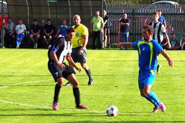 Rastislav Planeta (v modrom) strelil v úvodných siedmich zápasoch štrnásť gólov.