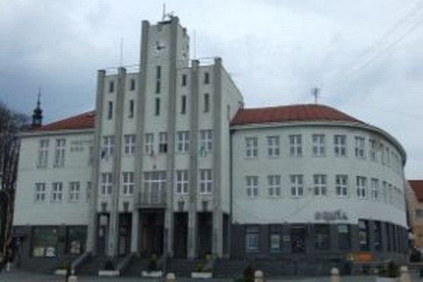 Čadca má byť spomedzi 50 najväčších miest na Slovensku druhým najzadlženejším. Vyplýva to z analýzy zverejnenej Inštitútom pre ekonomické a sociálne reformy.