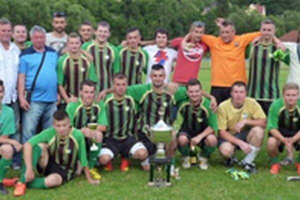 Futbalisti ŠK Čierne sa po víťazstve v susedskom derby stali víťazmi 40. ročníka futbalového turnaja Rudolfa Šmatlavu.