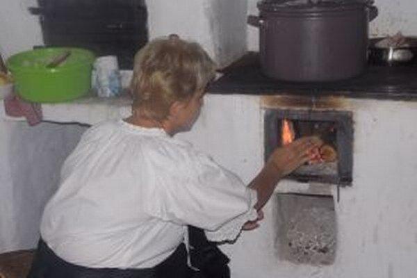 V domčekoch v kysuckom skanzene rozkúria dobové pece.