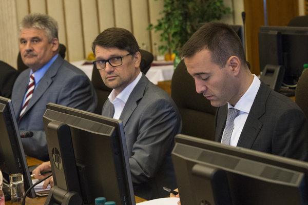 Maďarič počas rokovania vlády.