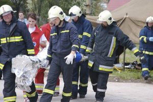 Hasiči často pomáhajú aj pri rôznych nehodách.