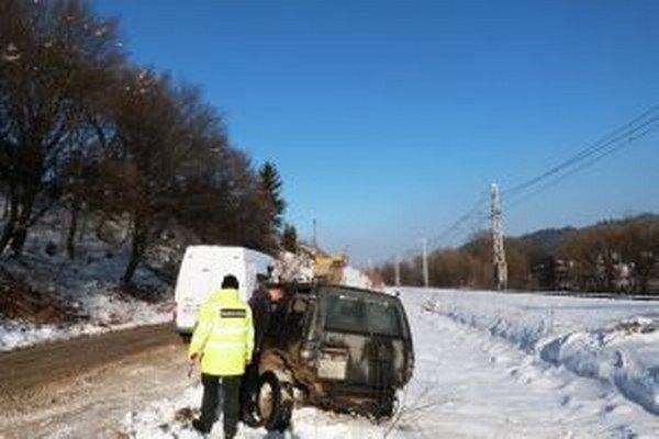 Vodič terénneho  vozidla sa postaral žilinským colníkom o rušné nedeľné popoludnie.