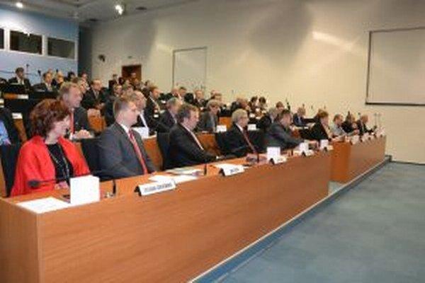 Poslanci ŽSK rozhodli, že Žilinská župa bude tento rok hospodáriť so sumou  144,5 milióna eur.