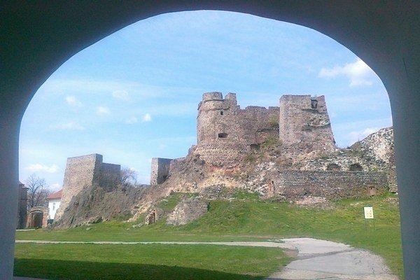 Mesto získa pozemky v praku v blízkosti Levického hradu.