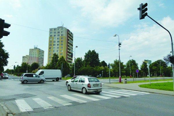 Svetlá nesvietia, motoristi sa musia riadiť pravidlami cestnej premávky.