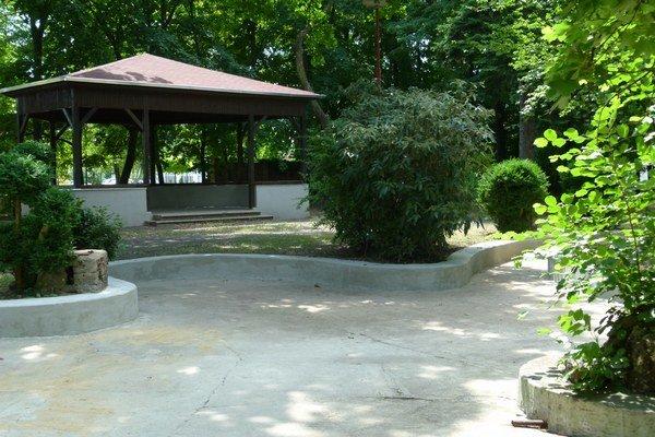 Jazierko v starej časti parku.