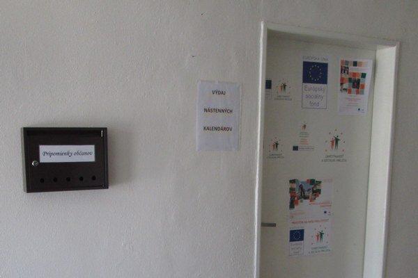 Schránka na pripomienky obyvateľov sa nachádza v priestoroch mestského úradu.