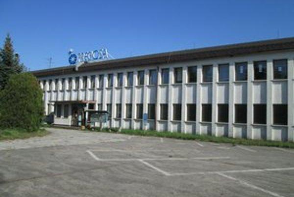 Areál bývalej Preciosy v Tlmačoch je už niekoľko rokov zatvorený.