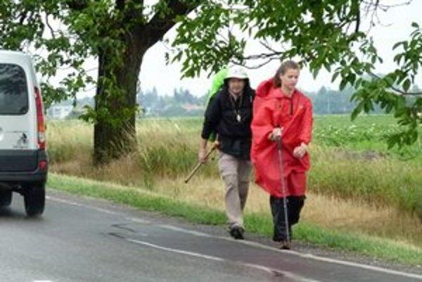 Po 17-dňovom putovaní by dvojica pútnikov z Maďarska mala doraziť v pondelok do poľskej Czestochowej. Väčšia časť ich cesty viedla cez Slovensko.
