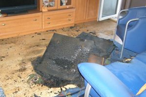 Požiar zo zábavnej pyrotechniky vzbĺkol aj na balkóne bytu na Ulici kpt. Nálepku v Leviciach.