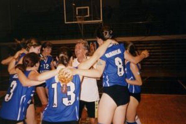 Víťazstvo v semifinále majstrovstiev Slovenska žiačok v Žiline v roku 2002. Levičanky napokon skončili druhé, vo finále podľahli Spišskej Novej Vsi.