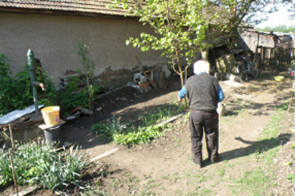 Recidivista okrádal Sikeničanov počas dňa. Invalidného dôchodcu aj fyzicky napadol.