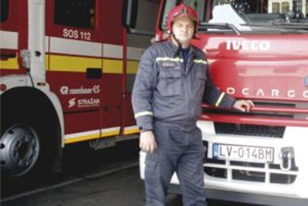 Sviatky hasiči neprežívajú pokojne - v tomto čase dochádza ku skratom elektrických sviečok a požiarom stromčekov.