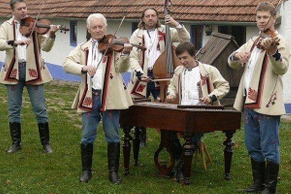 Horňácka cimbálová muzika.