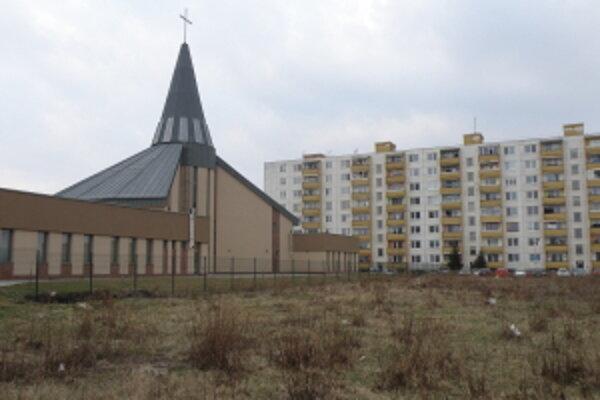 Na priestore za kostolom v Sotine vznikne ihrisko pre všetkých - Sotinský dvor.