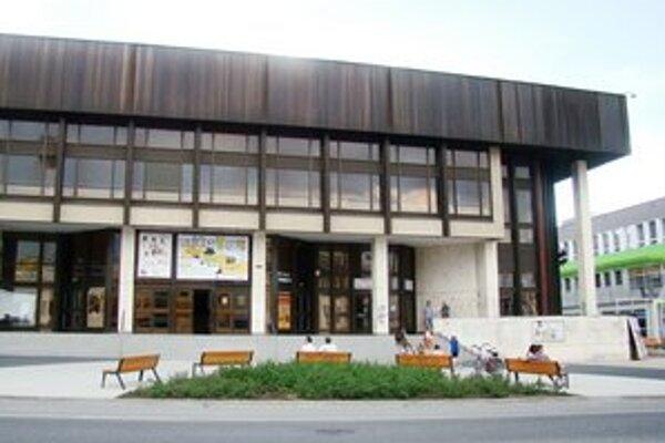 Mestské kultúrne stredisko s kinom.