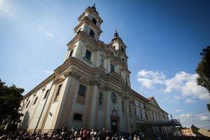 Svätá omša pred bazilikou.