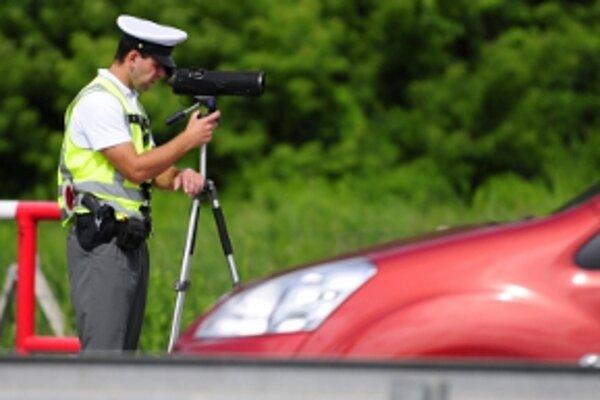 Polícia zvýšila výkon dopravnej služby.