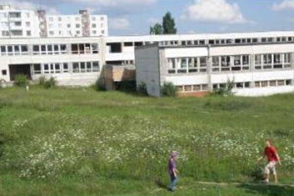 Rozostavanú budovu mesto plánuje predať.