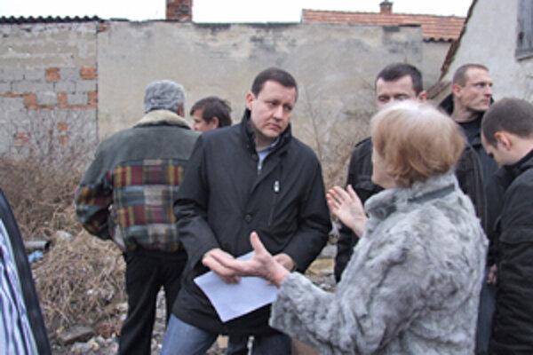 Majitelia pozemkov vysvetľujú ministrovi, kde sa nachádzajú čierne stavby.