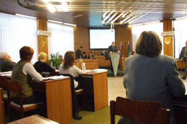 Mestá a obce sú povinné zverejňovať zmluvy a faktúry na internete.