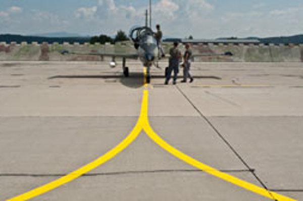 Súčasťou vojenského priestoru je letisko v Kuchyni.