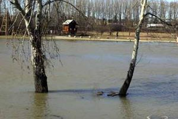 Voda väčšie škody nespôsobila.