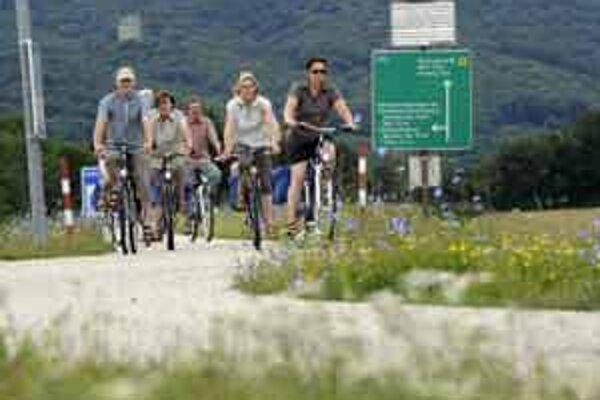 Na bicykli sa bude dať dostať do Čiech aj do Rakúska.