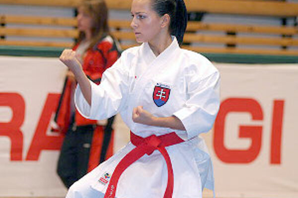 Erika Hrušecká v plnej koncentrácii na karate.