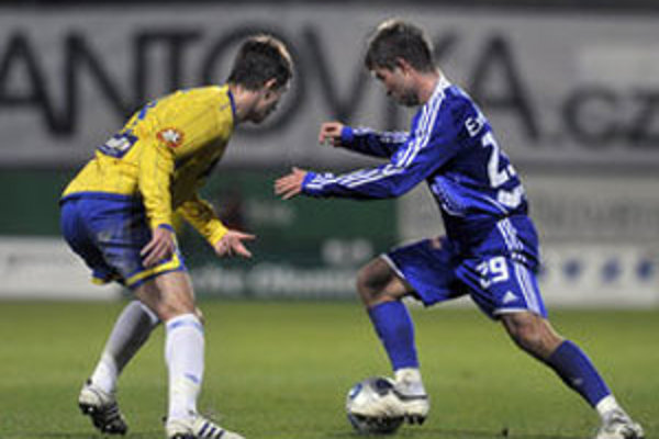 Samir Merzič z Bosny a Hercegoviny ešte v drese Teplíc (vľavo v žltom).