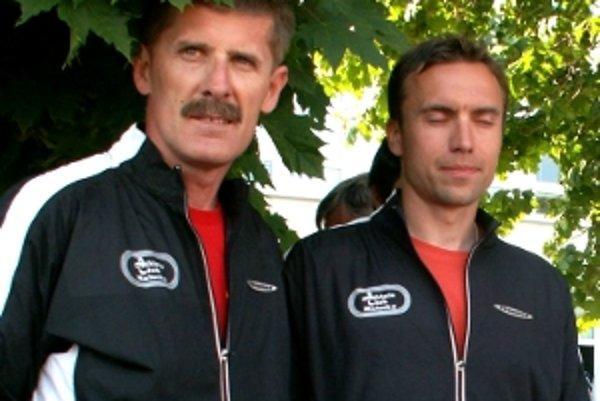 Malackí tréneri Vladimír Handl (vľavo) a Peter Filip. Môžu mať z výkonov svojich zverencov veľkú radosť.