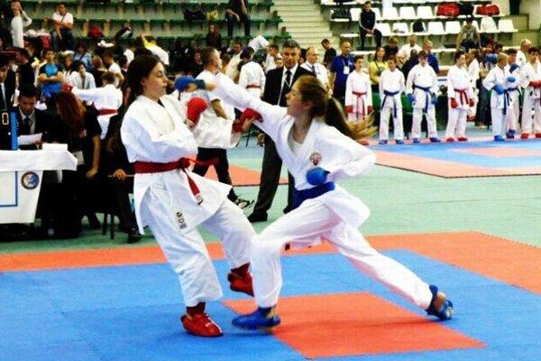 Karate je veľmi populárne aj u nežného pohlavia.