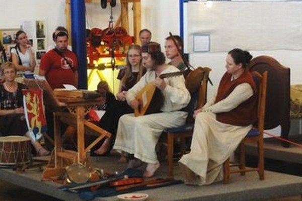 Musicantica bola aj v šurianskej synagóge pri krste knihy o protitureckých bojovníkoch.