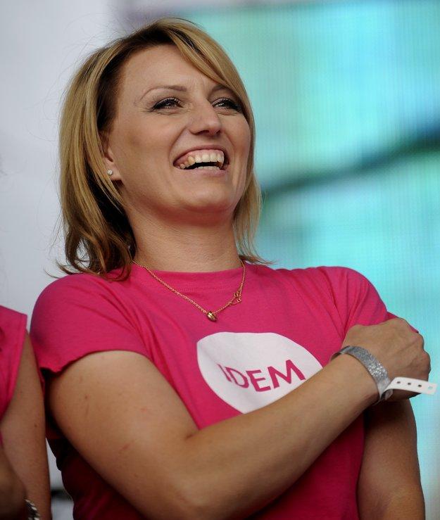 Spolu s Milošom Mečířom prestrihávala zelenú pásku aj bývalá slovenská tenistka Karin Habšudová.