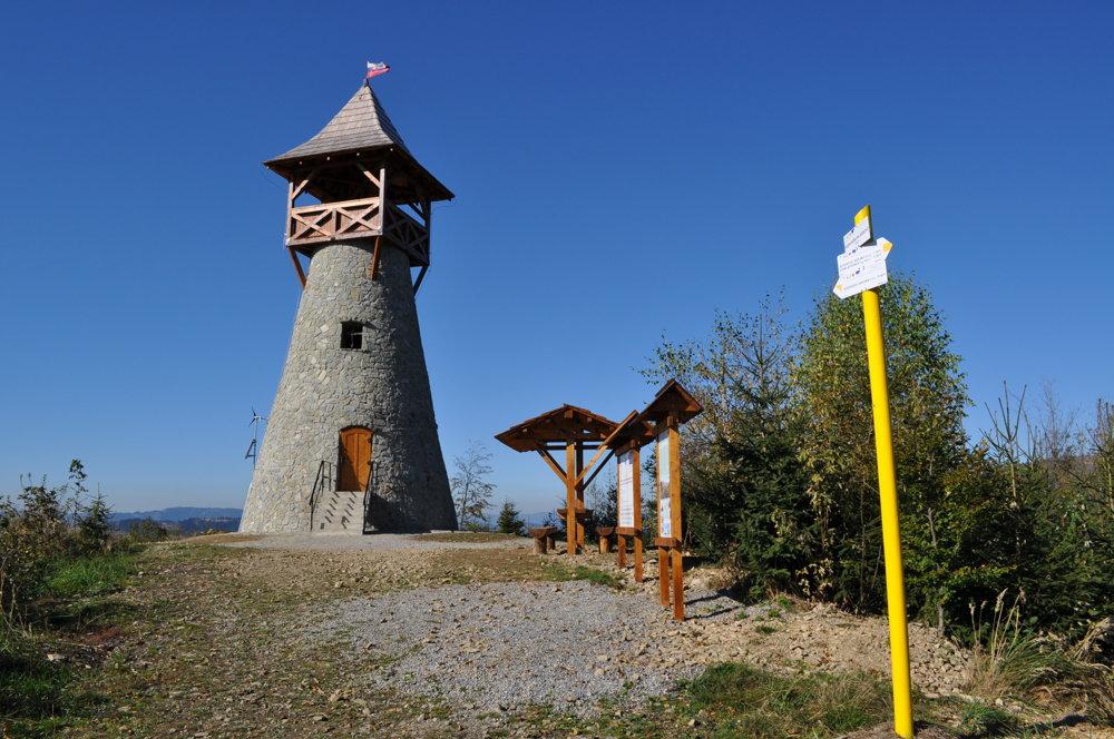 K rozhľadni na vrchu Bobovec nanovo vyznačia chodník.