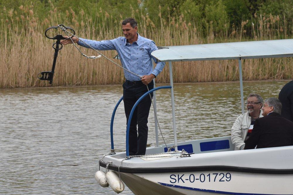 Symbolické odomykanie Baťovho kanálu v prístave v Skalici.