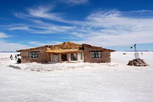 Hotel zo soľných kvádrov na Salar de Uyuni.