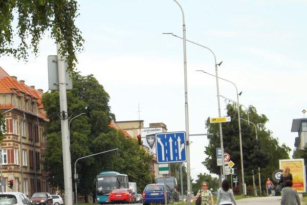 Nové verejné osvetlenie je aj na Štúrovej ulici.
