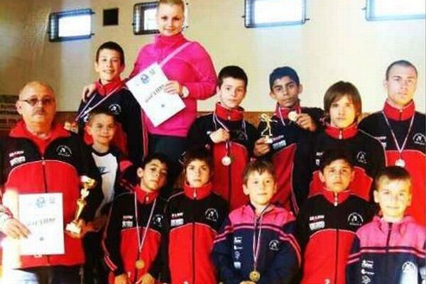 Výprava mladých zápasníkov zo ZK Spartacus Komárno po pretekoch v Modranoch.