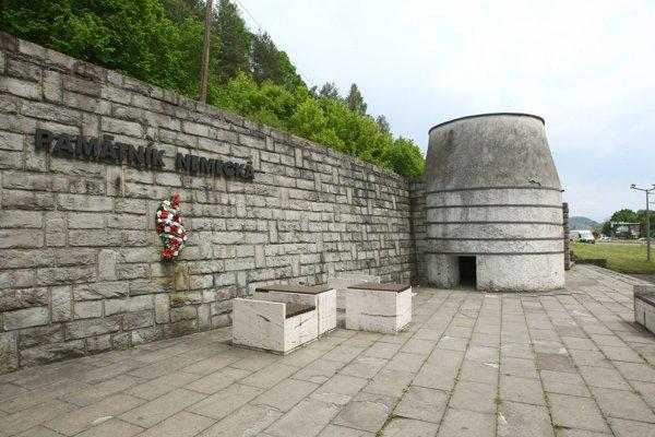 Bývalá vápenka v Nemeckej je dnes expozíciou, ktorú spravuje Múzeum SNP. Tu zahynula Karola Skutecká - Karvašová so svojim  manželom.