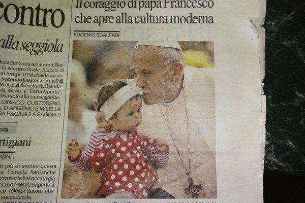 Tamarka s pápežom na snímke z talianskej tlače.