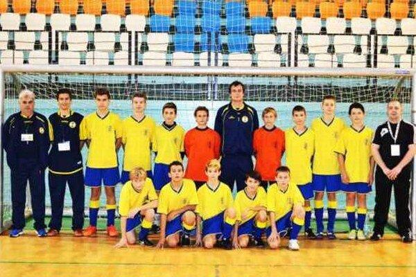 Suverénny víťaz kvalifikačného turnaja a postupujúci do hlavného turnaja Výber ObFZ Nové Zámky.