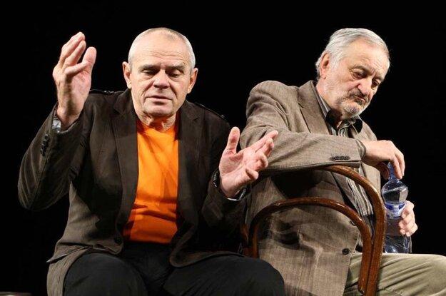 70.ročný Milan Kňažko a 76-ročný Milan Lasica v divadelnej hre Na fašírky mi nesiahaj.