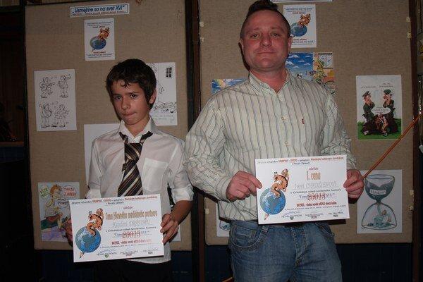 Náš mladý karikaturista spolu s celkovým víťazom I. Chadžievom.